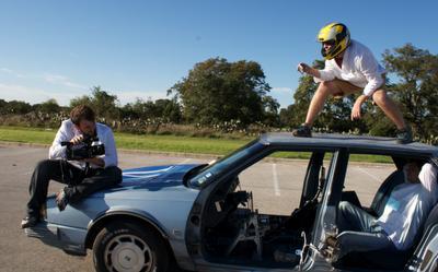 Conduire sa voiture avec un Iphone en surfant