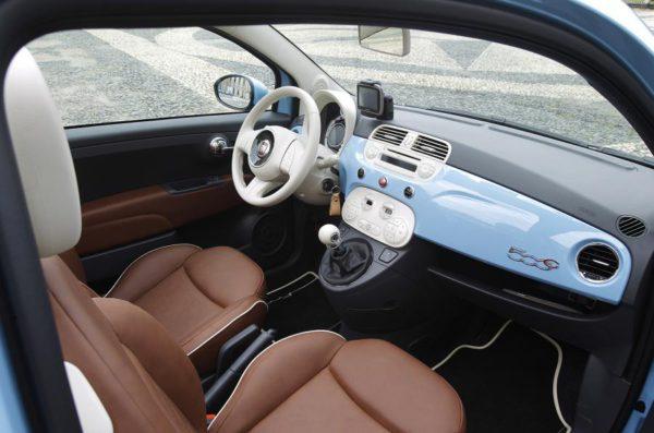 Intérieur de la Fiat 500 bicylindre Twinair Lounge