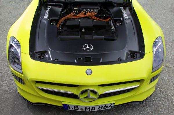 Mercedes e-Cell avce le compratiment des moteurs électriques AV