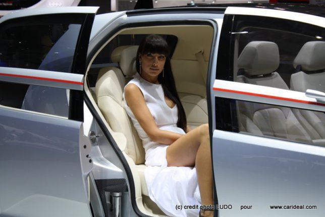 Photos salon de Genève 2011 les plus belles hôtesses