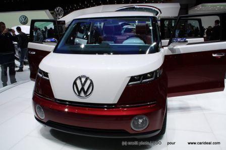 Yeux bridés et calandre en V pour ce Volkswagen Bulli nouveau VW Combi