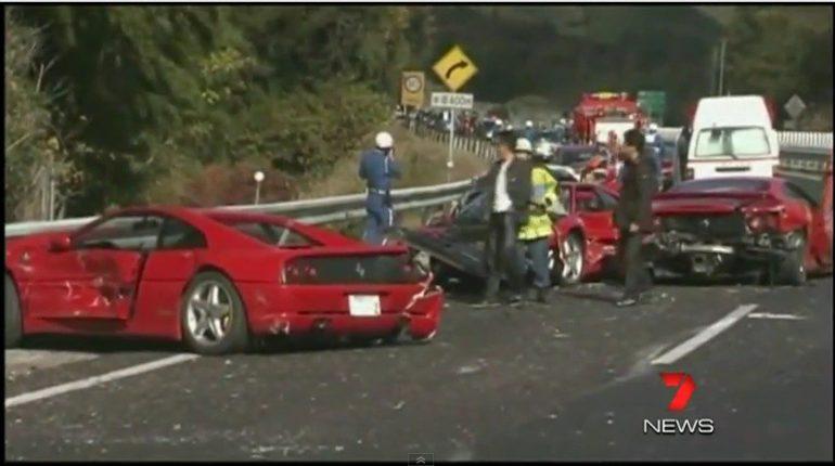 Accident de voiture Carambolage de Ferrari sur l'autoroute au Japon