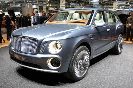 La face avant de la Bentley EXP9F est imposante