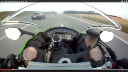 Une moto se fait poser à 300 km/h par une RS6 en video