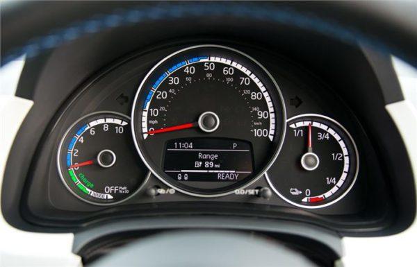 Tableau de bord et compteur de la Volkswagen e-up! 2014