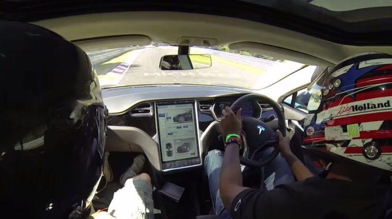 Une Tesla Model S n'arrive pas à firnir son tour au Nurburgring