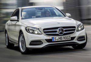 La classe C confirmle le nouveau message de Mercedes : des lignes plus tendues que par le passé.