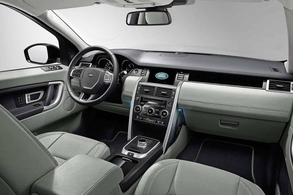 La planche de bord du Land Rover Discovery Sport 2015