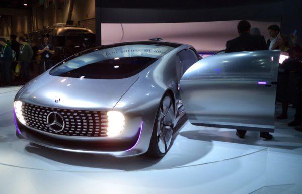 Le concept F 105 Luxury in Motion est la vision de Mercedes d'une voiture autonome sur la route dès 2030