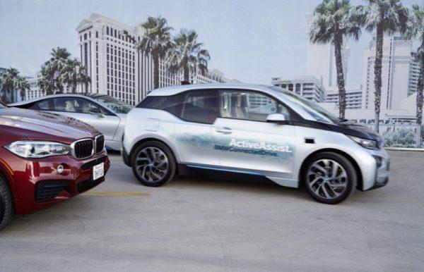 La dernière technologie de BMW permet aux voitures de se garer à distance.