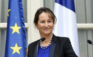 Bonus Volkswagen Ségolène Royal ministre de l'écologie entend qu'il remourse les aides perçues pour vendre ses modèles en France.