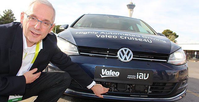La voiture autonome Valéo Drive 4U est présenté au Salon ITS World Congress de Bordeaux.