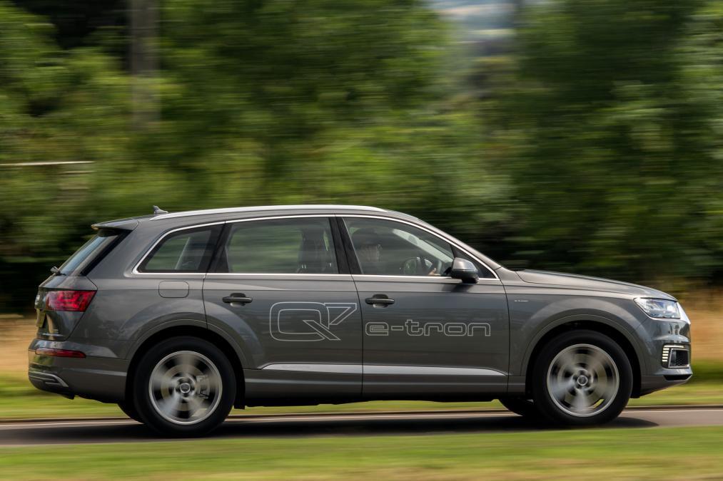 Audi Q7 e-tron plug-in hybrid SUV 2016