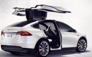 L'accès aux places est facilité par les portes originales du Tesla X 60D