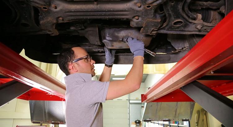 Conseils pour la vidange de votre moteur blog auto carid al for Prix vidange garage