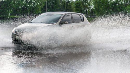 Conseils de conduite sous la pluie blog auto carid al for Garage mercedes macon