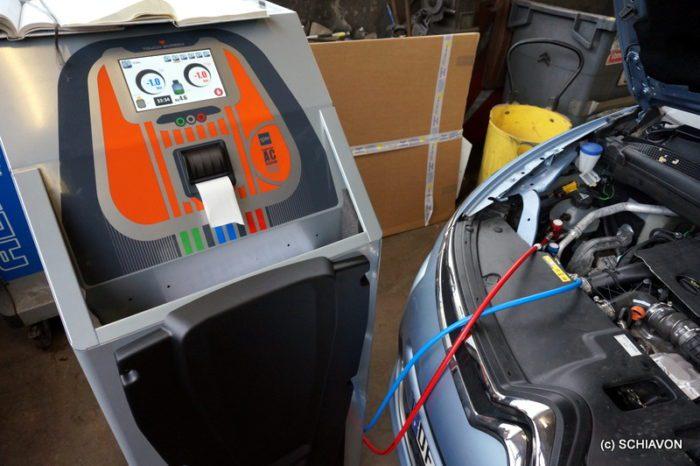 Recharge de climatisation au Gaz R1234YF