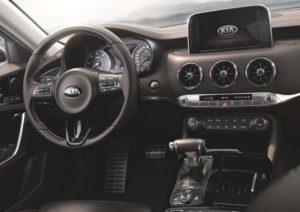 Kia Stinger GT berline sportive tableau de bord
