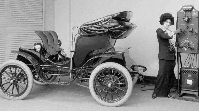 Histoire de la voiture électrique : de la première à nos jours