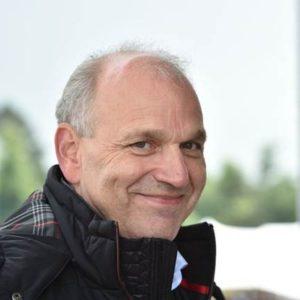Ce que dit Dr Jürgen StackmannChef des ventes et du marketing, Volkswagen sur la propriété automobile dans le futur