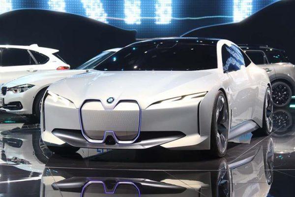 BMW i4 : photos prix caractéristiques et date de sortie (c) crédit photo Breezcar