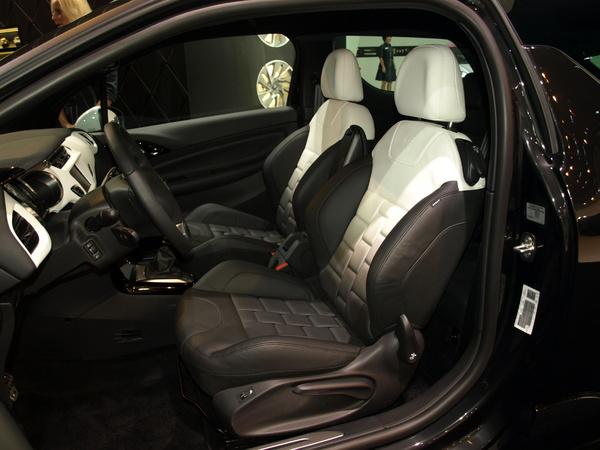 intérieur en Cuir Bracelet pour cette Citroen DS3 Ultra Prestige